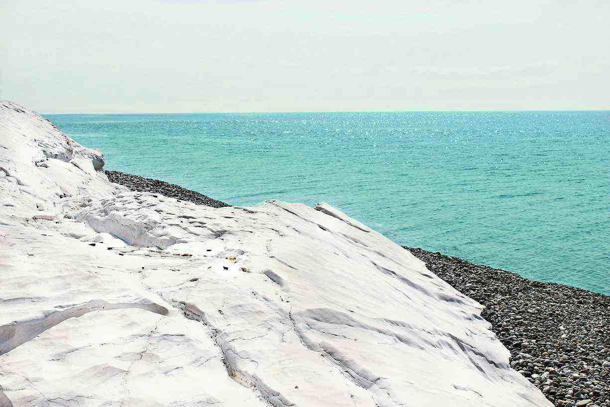 белые камни абхазия фото фигур